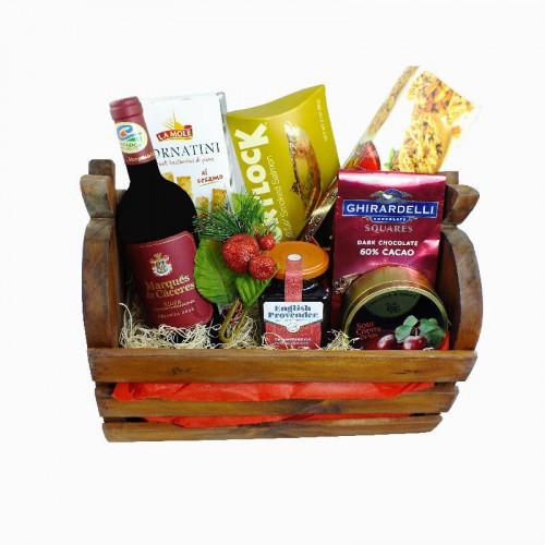 Canasta navideña premium con vino marqués de cáceres